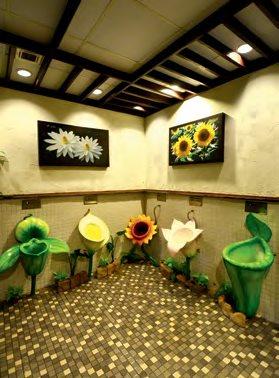 男厕里的花卉尿斗,可爱到犯规,害得女生们都不顾形象地纷纷跑进男厕参观。