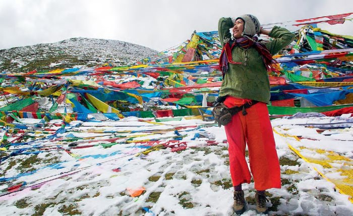 抵达5020 米高的西藏米拉山口,竟然下雪了。