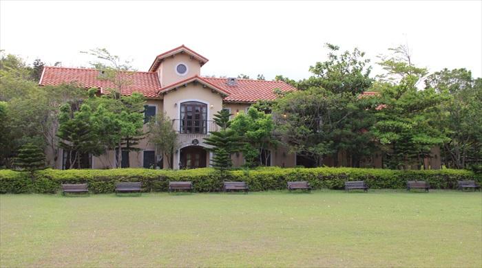 座落在大草原旁的托斯卡尼区占地约四公顷,是最具特色的建筑。