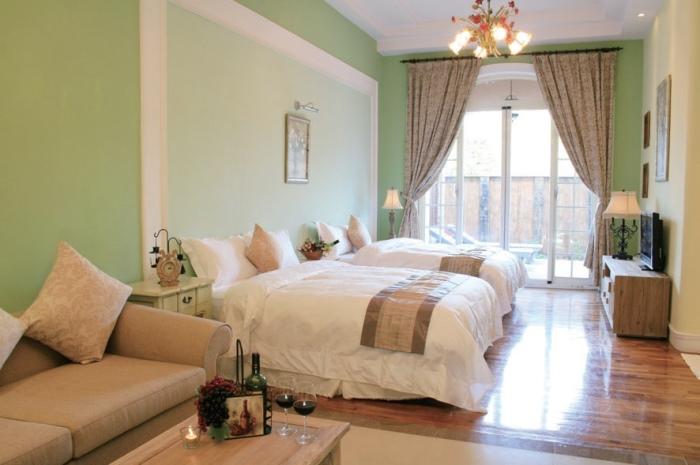 房间设计混入法国南部地区风格。