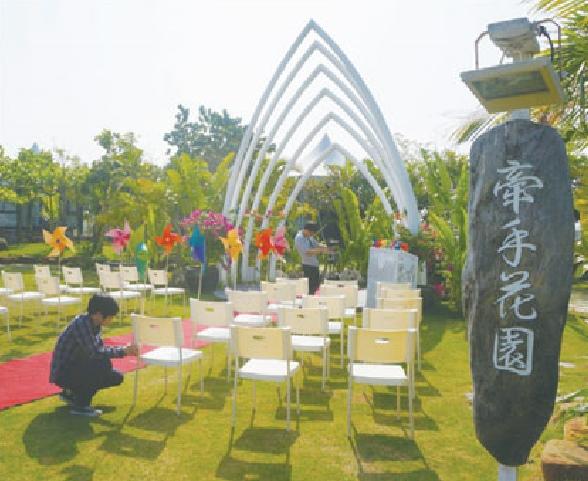 园区内的牵手花园是举行浪漫婚礼的热门地点。