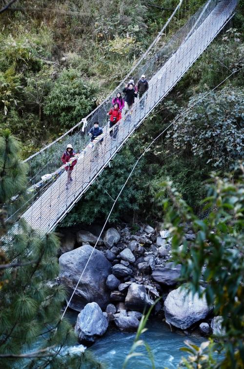 尼泊尔喜马拉雅山系徒步最美丽的地方就是让你途径山水绿木。