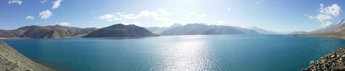 一边冷得颤斗,一边欣赏无敌湖景。 Photo by Forrest Chua