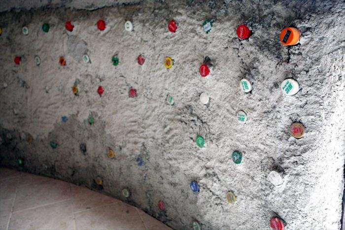你可曾想过,宝特瓶也能装饰一堵墙?