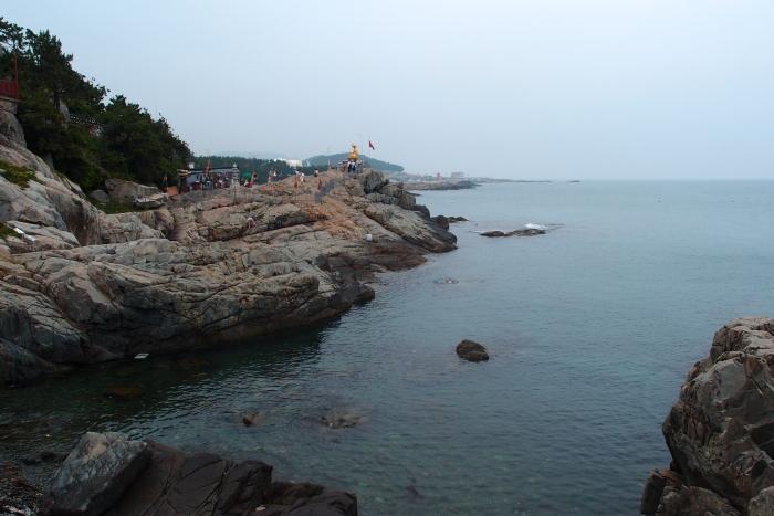 左边是一望无际的海景