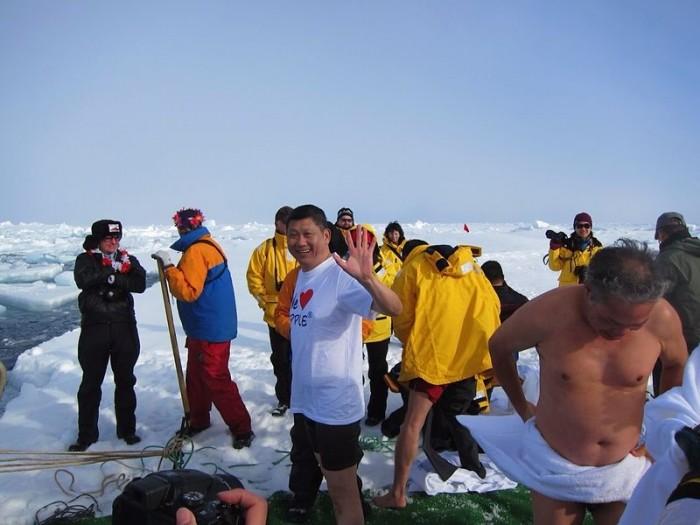 李桑参与了90°N跳冰海大行动的壮举。