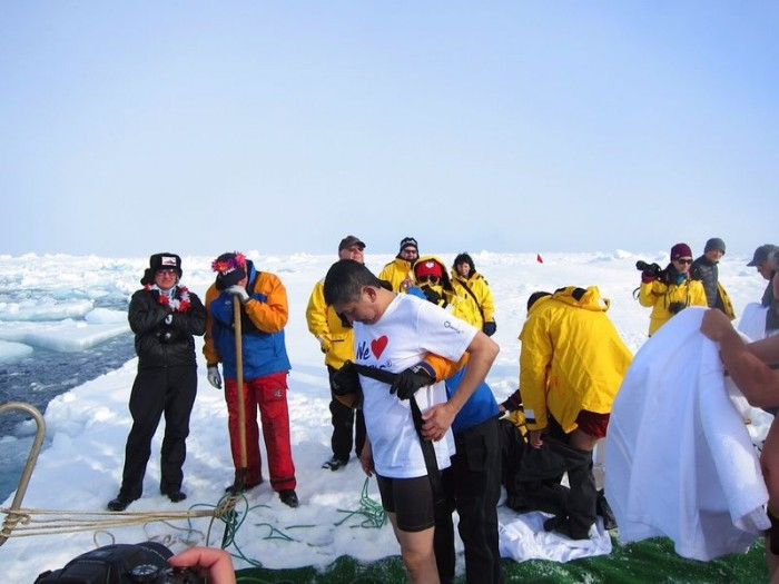 李桑参与了90°N跳冰海大行动的壮举(一)