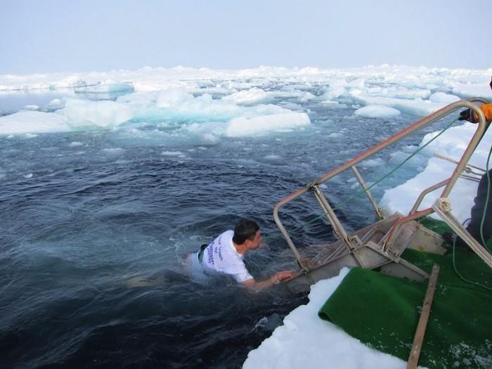 李桑参与了90°N跳冰海大行动的壮举(三)