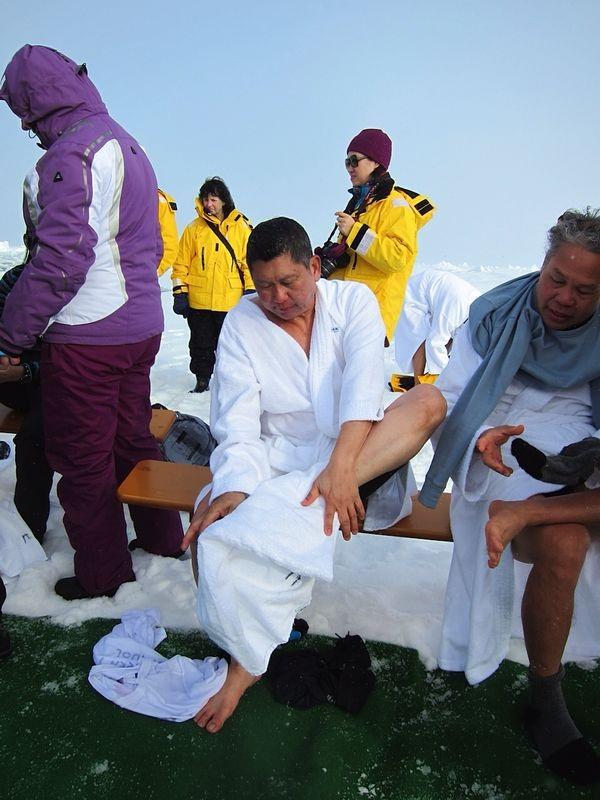 李桑参与了90°N跳冰海大行动的壮举(八)