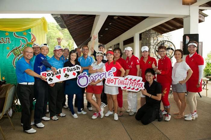全体大合照,同时赞扬彼此的高尔夫运动精神!