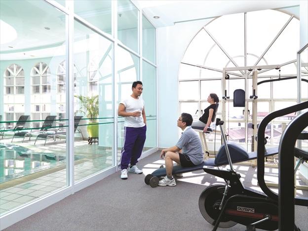 明亮宽敞的健身室。