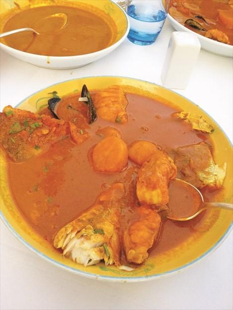 马赛鱼汤里拥有很多的丰富海鲜,不过这分量两个人吃是绰绰有余。
