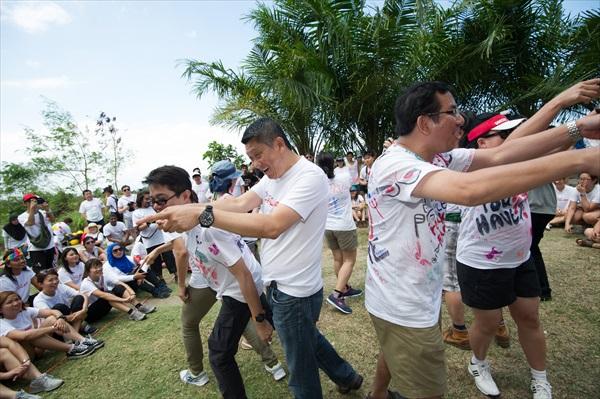 公司主干人物也组成一队打击平民队!