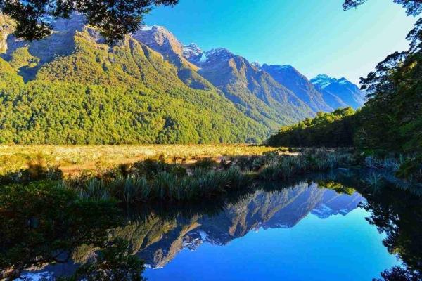 Mirror Lake World Heritage600