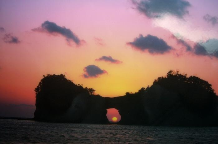 夕阳无限好,只是近黄昏。人,更要把握当下,因为每分每秒就像黄昏一样无限可贵...