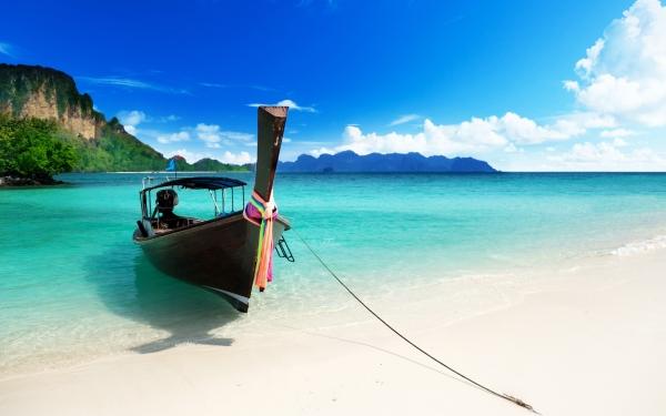 beach-boat-free-desktop-wallpaper-5120x3200