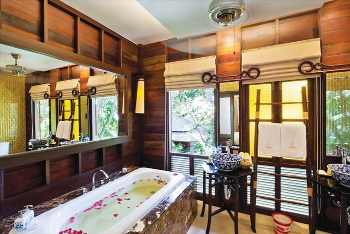 Shino Pool Suites客房糅合了中国风的设计,带着浓浓的传统华人房间的布置格局。
