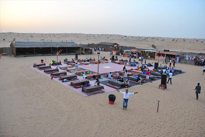 在营地晚餐前,可以进行其骆驼、传统服饰打扮、水烟等多种活动!