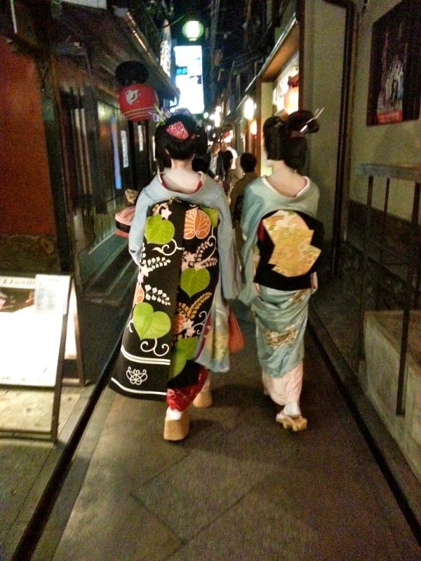 京都古街后巷有规划;艺妓也感安全、安心、安然!