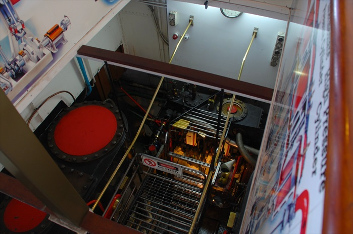 船上可以参观蒸汽船部分的内部运作。
