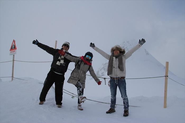 我们三个人和少女峰的合影。