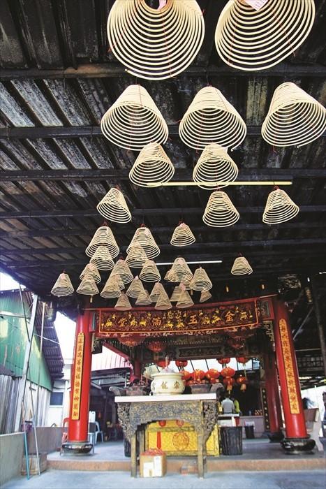 """峇株吧辖是柔佛州内拥有约400家神庙的""""神庙之乡""""。"""