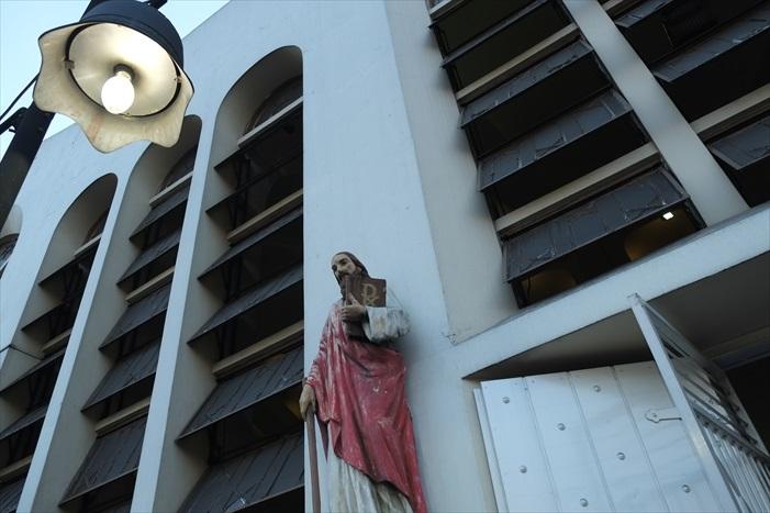 奎亚波教堂外墙的耶稣像