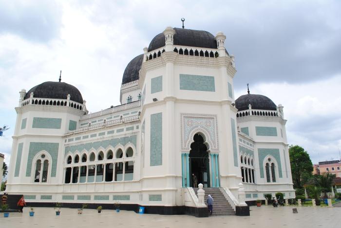 清真寺的外观整洁庄严。