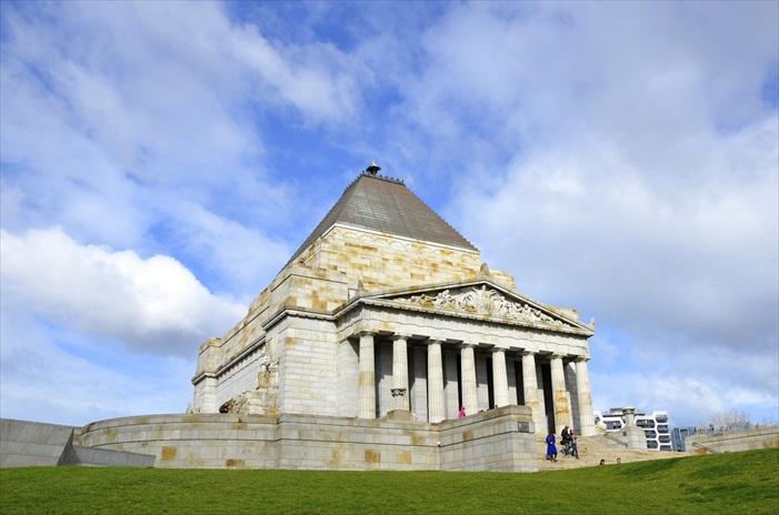 墨尔本战争纪念馆是澳洲最大的战争纪念建筑,悼念在战争中丧生的6万名澳洲人。