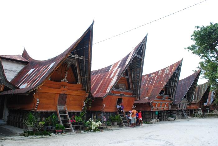 巴塔克人的传统长屋。