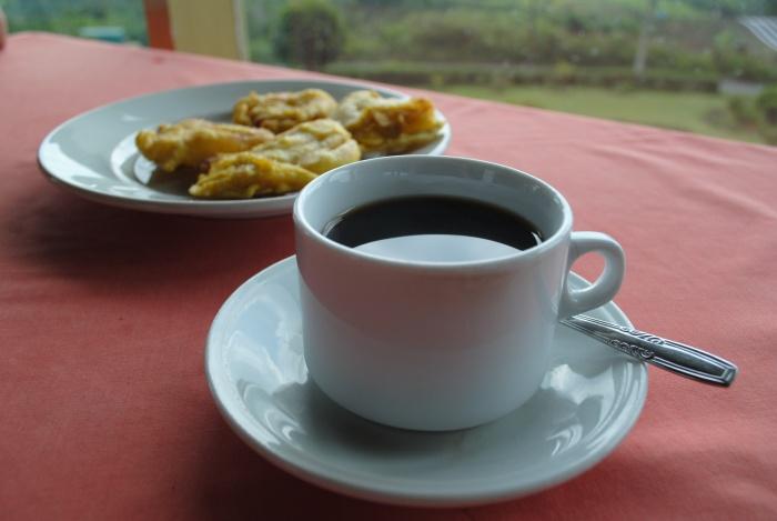 """途中休息,来一杯道地姜茶Bandrek Harapa,姜与多种香料的配搭,只能说""""绝""""!"""