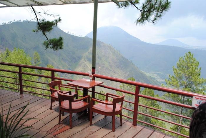 Taman Simalem渡假村的用餐位置的风景,赞吧?