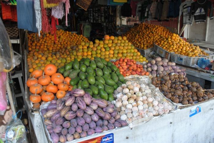 五颜六色的水果,好多我都没看过的水果啊!