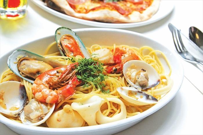 喜欢海鲜的朋友不妨来一客Seafood  Aglio Olio满足你的味蕾。