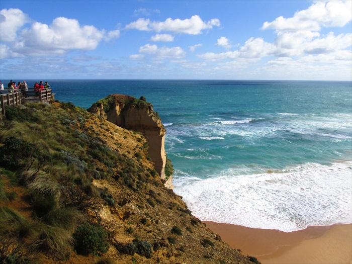 墨尔本的自然景观方面,大洋路(Great Ocean Road)能予你最壮观的景观。