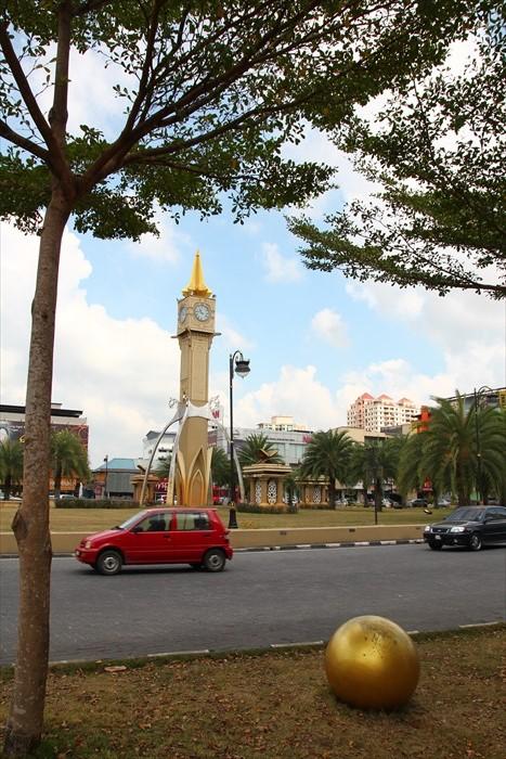 这个钟楼是前往皇城区的重要指标