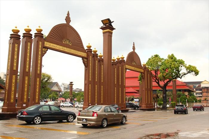 这个城门代表了你已经身处皇宫范围