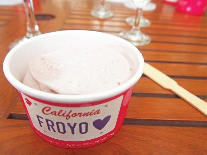 一半红酒口味,一半葡萄口味的冰淇淋,不同滋味,非常好吃。