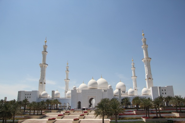 Sheikh Zayed Mosque in Abu Dhabi - photo by FritzDaCat