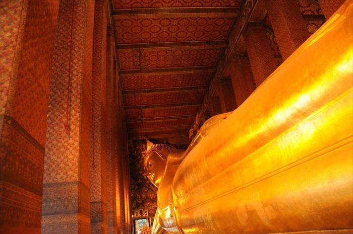 这就是泰国最大的室内卧佛。