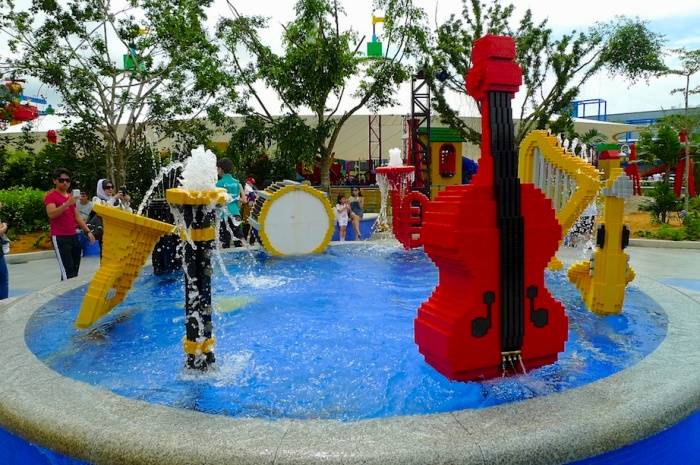 造型满分的音乐喷泉!