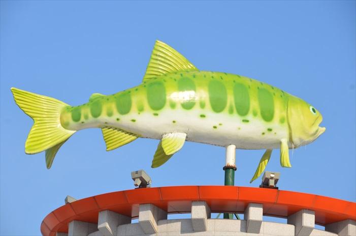 主角山鳟鱼像!