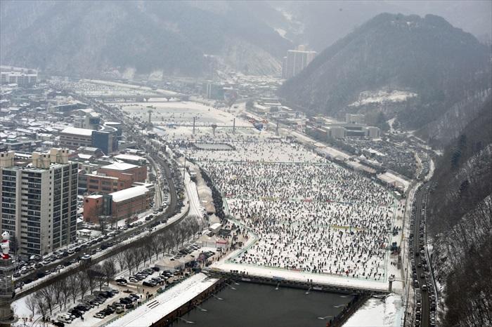 华川的山鳟鱼庆典,就在河面上盛大举行!