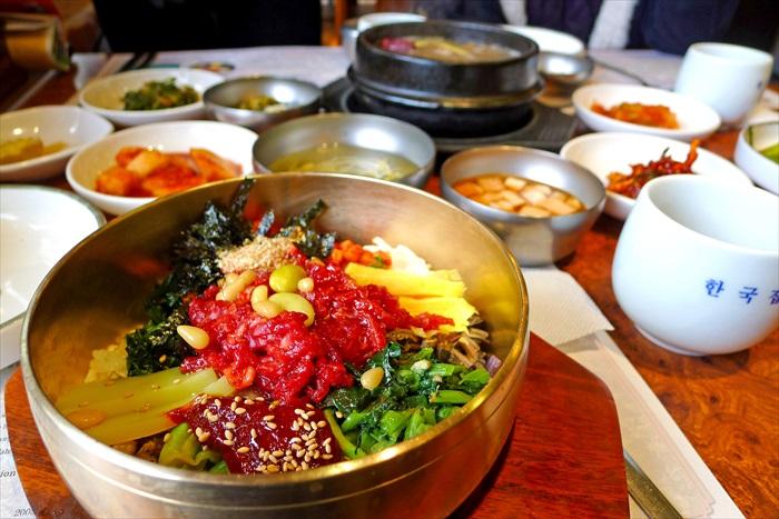 建议尝试全州的钢锅拌饭,比我们尝试的瓷锅拌饭更为传统。