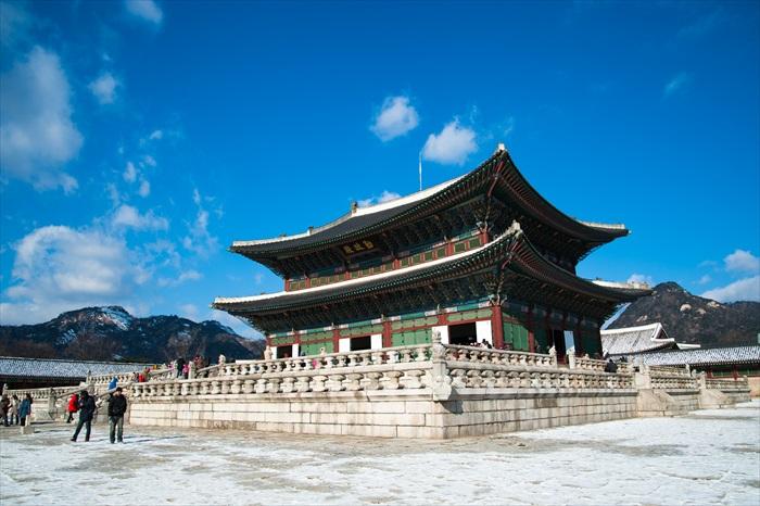 美好的天气和景福宫构成一幅大器的画面。