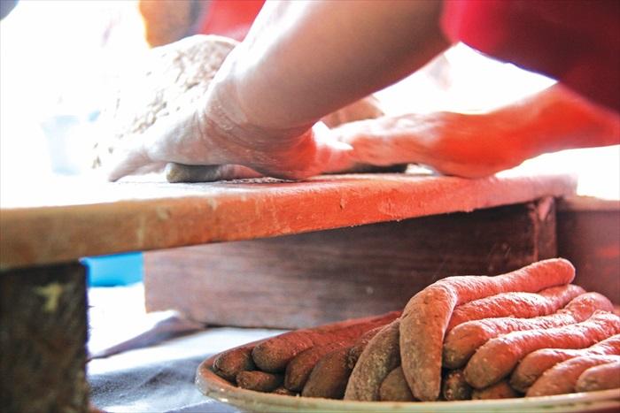 现场亲手制作的美味Keropok Lekor,好吃!