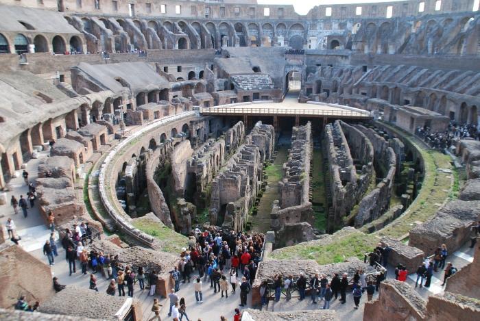 若有机会到意大利一游,务必前来与新世界七大奇观之一的斗兽场会面,让你的身心感受它带给你的震撼感。