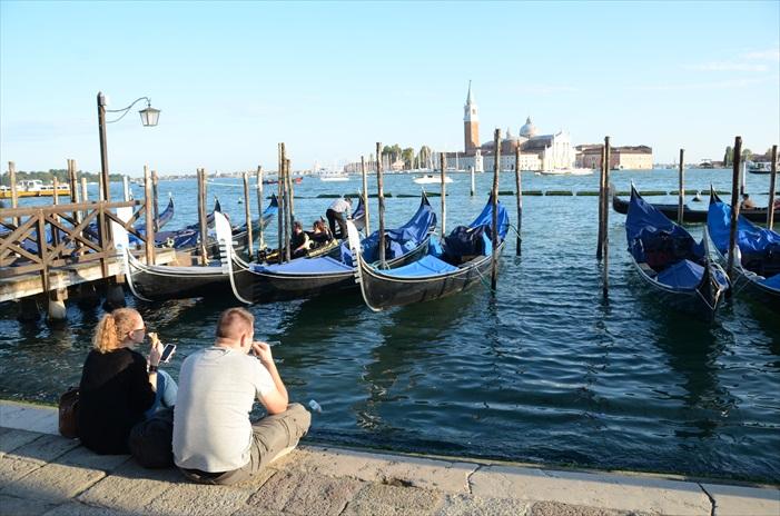 威尼斯是其中一个让我去了还想再去还几次的地方,祈愿酒店机票价格给老子跌一跌。(含泪望天双手合十)