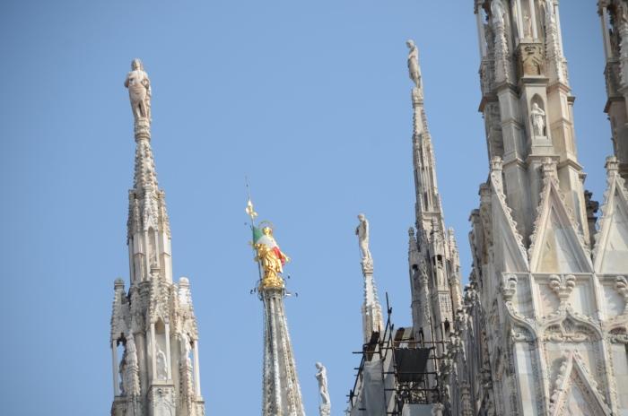 米兰大教堂目前处于修筑当中。