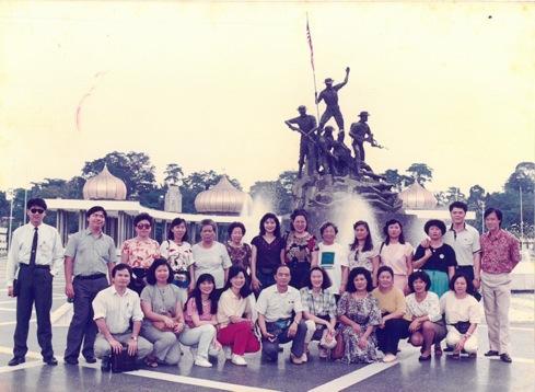 1989 年时,有了合格导游身份的李桑,与外国游客频频交流,启开了世界观。